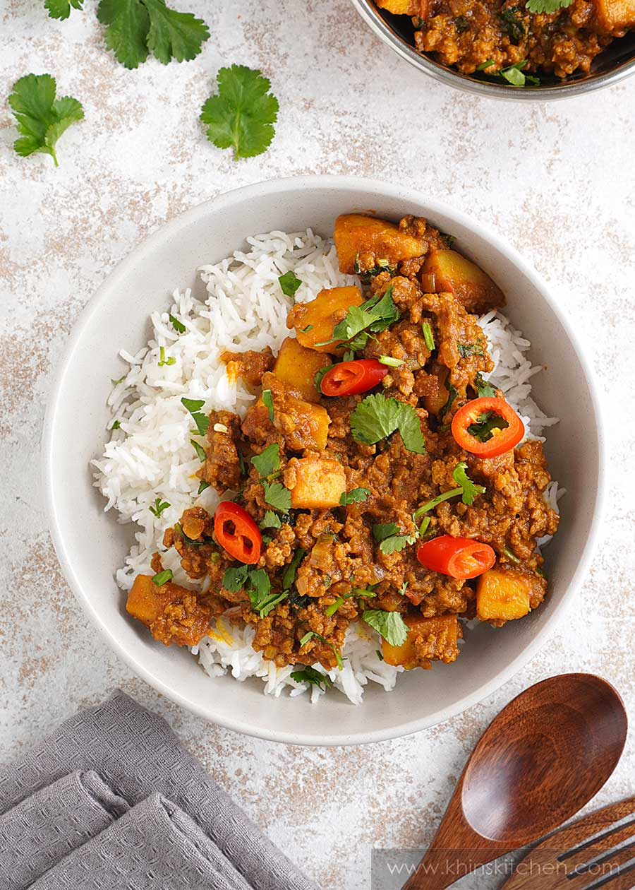 Ground beef, potato cubes, chilli slices, and coriander with brown curry sauce served over the white basmati rice